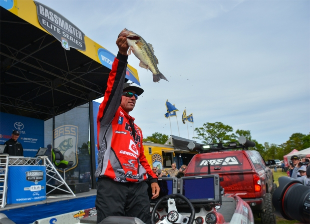 Britt Myers brings his winning fish to the Championship Sunday stage. Photo by Joel Shangle.