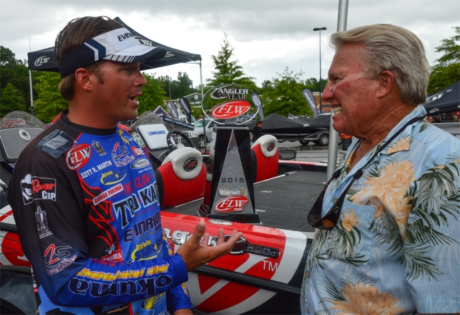 Interesting conversation here between newly crowned FLW Tour AOY Scott Martin and his legendary pops, Roland. Photo by Joel Shangle.