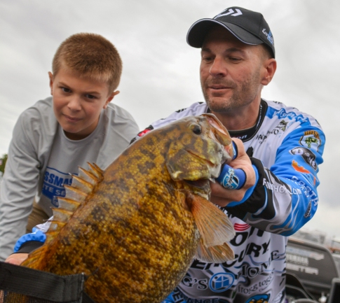 "Oakely Howell wonders ""How did that fish not eat my dad?"" as Livingston pro Randy Howell bags up a giant on Day 3. Photo by Joel Shangle."